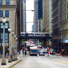 amazing how fast this town changes moods – extremely fogy to crazy windy, to swipe away all those grumpy gray clouds and now sky is crystal clear and sunshine ;) yeah #HappyFridayEve #Chicago #Downtown #CityLife #People