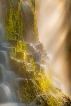 sublim-ature:Proxy Falls, OregonAndrew Waddington | via CrossingIslandNatur (Tumblr)