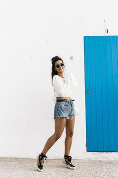 Collage Vintage: 100 mejores looks - StyleLovely Short Outfits, Jean Outfits, Summer Outfits, Cute Outfits, Espadrilles Outfit, Castaner Espadrilles, Shorts Casual, Shorts Negros, Looks Style