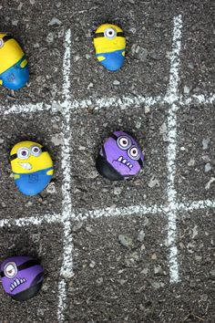 Make Minions Rocks for Tic-Tac-Toe a good basic idea, thinking about other possibilities. Rock Crafts, Cute Crafts, Diy Crafts For Kids, Projects For Kids, Crafts To Sell, Minion Birthday, Minion Party, Minion Rock, Purple Minions