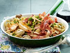 Omdat pasta altijd kan… Gebakken spaghetti met ei en ham.