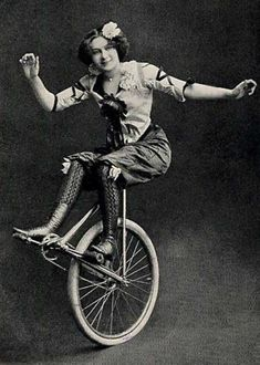 Unicycle: Vintage Photos of Circus Performers from Vintage Pictures, Vintage Images, Circus Vintage, Vintage Circus Performers, Vintage Carnival, Steampunk Circus, Pierrot Clown, Circus Acts, Dark Circus