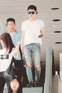 exo oh sehun Kpop Fashion, Korean Fashion, Mens Fashion, Airport Fashion, Fashion Black, Sehun, Kpop Exo, Kim Jongdae, Jiyong