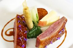 duck recipes - Roast duck crown with turnip, peach, duck croustillant and red wine jus Duck Recipes, Gourmet Recipes, Cooking Recipes, Gourmet Desserts, Plated Desserts, Great British Chefs, Roast Duck, Food Presentation, Fine Dining