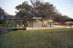 Best Ideas For Modern House Design & Architecture : – Picture : – Description Glass and steel pavilion by Matthew Woodward cantilevers over a natural dam. This glass, steel and sandstone pavilion near Sydney protrudes over the edge of a natural dam. Architecture Résidentielle, Neoclassical Architecture, Arch House, Archi Design, Weekend House, Prefab Homes, Glass House, Modern House Design, Pavilion