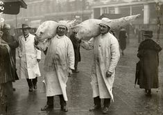 Porters at Smithfield Market, After more than 800 years, London's oldest wholesale market continues to trade from its original location. Uk History, London History, British History, Victorian London, Vintage London, Old London, Smithfield Market, London People, London Market