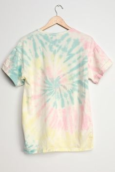 Dye Shirt, Tie Dye T Shirts, Baddie Outfits Casual, Cool Outfits, Tiy Dye, Yellow And Brown, Pink Yellow, Brown Tie, How To Tie Dye