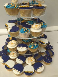 Blue and Gold Wedding: Cup cakes