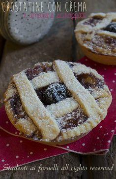 crostatine con crema e amarene: The tart with custard and cherries