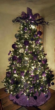 Purple Christmas Tree and Purple Christmas Decorations Purple Christmas Tree Decorations, Gold Christmas Tree, Christmas Tree Design, Beautiful Christmas Trees, Christmas Themes, All Things Christmas, Christmas Holidays, Coastal Christmas, Christmas Crafts