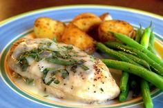 Φιλέτο κοτόπουλο με σάλτσα φασκόμηλο και φρέσκο τυρί κρέμα - gourmed.gr