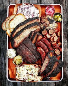 BBQ is just bigger and better in Texas! Mouthwatering Carnivorous BBQ Heaven from Franklin's in Austin. Franklin Bbq, Food Platters, Cheat Meal, C'est Bon, Food Presentation, Food Pictures, Love Food, Great Recipes, Food Photography