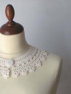 Items similar to Peter Pan Lace Collar - Irish Style - Off White on Etsy - Lovely Laces - Off White Peter Pan Lace Collar Irish Style by callmemimi on Etsy, have always loved th - Col Crochet, Crochet Lace Collar, Irish Crochet, Hand Crochet, Crochet Crafts, Crochet Doilies, Crochet Projects, Crochet Designs, Diy Accessories