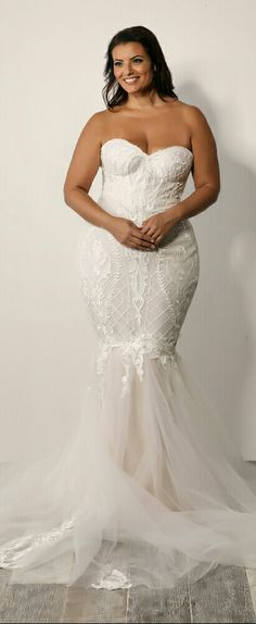 Plus size lace mermaid wedding gown with tulle skirt. Meggie. Studio Levana