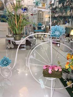 La decoración y la ambientación de los espacios comerciales crean experiencias agradables para los clientes, creando un valor añadido frente a La competencia.