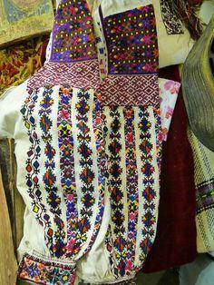 #Ukrainian old traditional women's #embroidery shirt. Старовинна жіноча вишиванка.