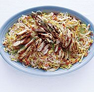 Asian Chicken and Rice Noodle Salad with shredded vegetables and a sweet, sour, and slightly spicy vinaigrette Asian Recipes, Healthy Recipes, Ethnic Recipes, Diet Recipes, Vegetarian Recipes, Yummy Recipes, Asian Chicken, Chicken Rice, Chinese Chicken