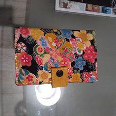 Chalie Hénel sur Instagram: Voila 2 Compères Sacotin, le 1er taille small, simili or et brun, coton japonais, et le 2spec en taille medium en popeline fleuri japonais,…