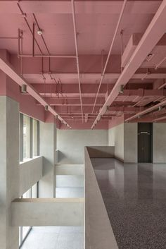 wow plafond en béton industriel rose tendre pour choc culturel #béton #choc #culturel #industriel #plafond #pour #rose