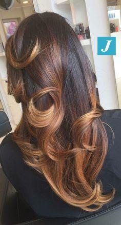 Noi iniziamo la settimana così...e voi?  #cdj #degradejoelle #tagliopuntearia #degradé #igers #musthave #hair #hairstyle #haircolour #longhair #oodt #hairfashion #madeinitaly