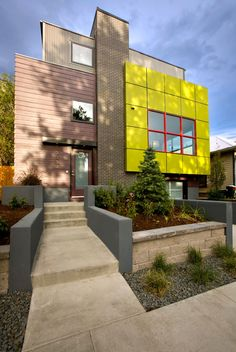 This contemporary and sustainable home, called 'Green Cube' is located in downtown Denver, Colorado. The remodeled home was designed by RE. Architecture Durable, Architecture Résidentielle, Sustainable Architecture, Sustainable Design, Amazing Architecture, Contemporary Architecture, Sustainable Environment, Installation Architecture, Contemporary Houses