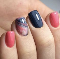Nail art is a very popular trend these days and every woman you meet seems to have beautiful nails. It used to be that women would just go get a manicure or pedicure to get their nails trimmed and shaped with just a few coats of plain nail polish. Nagellack Trends, Spring Nail Art, Nail Designs Spring, Spring Nail Colors, Manicure E Pedicure, Pedicures, Short Nail Manicure, Pedicure Ideas, Square Nails