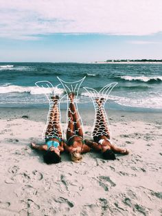 50 Beach Photography Ideas for Friends, Family, and Weddings