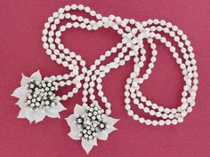 Fabulous early Miriam Haskell milk glass lariat necklace