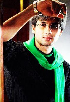 Shahid Kapoor- blush blush with his boyish charm.