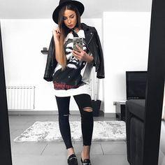 B l a c k &  W h i t e  #ootd#outfit#outfitoftheday#look#lookoftheday#fashion#style#streetstyle#like4like#instashot#shot#instadaily#instasize#moda#instastyle#woman#hairsandstyles#mood#instamood