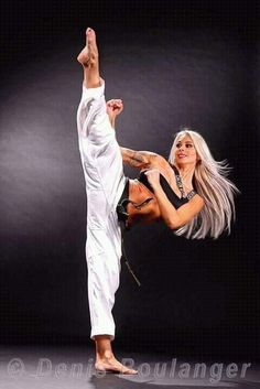 "Pinned by ""Joe Lazar"" : Taekwondo Female Martial Artists, Martial Arts Women, Mixed Martial Arts, Taekwondo, Judo, Karate Shotokan, Dynamic Poses, Dynamic Stretching, Fighting Poses"