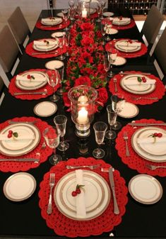 absolutely stunning ideas for christmas table decorations 38 ~ my. absolutely stunning ideas for chr. Christmas Dining Table, Christmas Table Centerpieces, Christmas Room, Christmas Table Settings, Christmas Tablescapes, Christmas Table Decorations, Decoration Table, Christmas Crafts, Christmas Ornaments
