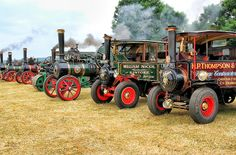 Traction engines ready for the off!