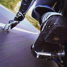 Toucher son rêve du bout des doigts le paradis à porter de main un jour peut être #moto #motorcycle #alpinestars #yamaha #ride #speed #dream #my_passion #heaven #free #libre #plusquunepassion #spirit #freespirit #i_love_it #instamoto #my_wife #my_baby #motocross by meyleuh