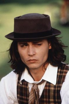 Picture of Johnny Depp <3 in benny and joon. i REALLY LOVE SAM!!!!!!!!!!!