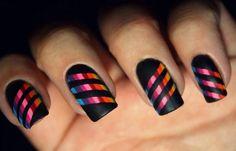 Diseños de uñas con rayas y colores, Diseños de uñas con rayas inclinadas.  Unete al CLUB #diseñodeuñas #decoratednails #uñasbonitas