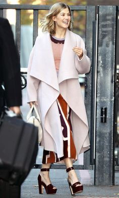 Rosamund Pike in a color block dress and cream wrap coat - click through for more celebrity winter outfit ideas!