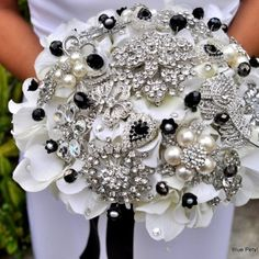 Popular Wedding Bouquet Trends- I can do this L!!