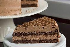 Μια συνταγή για μια υπέροχη τούρτα Σεράνο. Η αγαπημένη τούρτα των παλαιών ζαχαροπλαστείων, η αγαπημένη τούρτα όλων μας. Μια λαχταριστή Τούρτα' Σεράνο' για