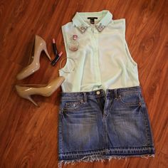 Forever 21 button down tank Gently worn (once). This is a super cute button down with a bejeweled collar- making it easy to dress up Forever 21 Tops Button Down Shirts