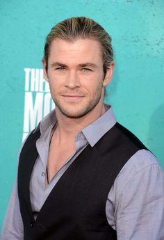 The Tahiti turquoise toned peepers of Chris Hemsworth @ the 2012 MTV Movie Awards