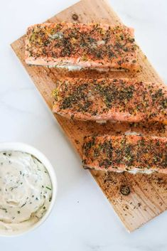 A step-by-step guide to grilling moist and flavorful salmon on a cedar plank. Horseradish Recipes, Creamy Horseradish Sauce, Cedar Plank Salmon, Cedar Planks, Maple Syrup Salmon, Pickled Beets, Fresh Chives, Healthy Pastas, Kitchens