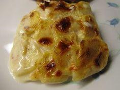 3 personer 5-6 kartofler 1 stor gulerod 1 løg Himalaya krystalsalt og friskkværnet peber 1 brik Mornaysauce 14 % Jeg elsker mad, ma...