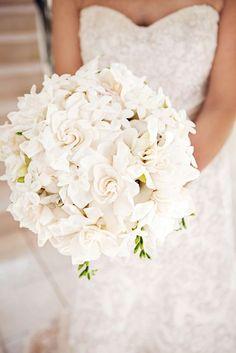 all white summer wedding bouquet