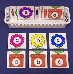 Flower Alphabet Puzzles (from Childcareland). Can do with numbers/math problems or lower case/upper case letters. Preschool Letters, Learning Letters, Kindergarten Literacy, Preschool Learning, Early Learning, Teaching, Flower Alphabet, Alphabet Crafts, Alphabet Board