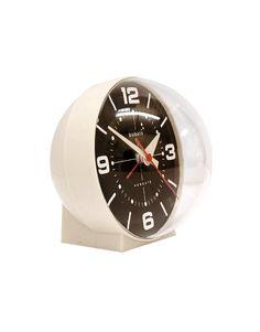 De Newgate Bubble is een echte eyecatcher op je nachtkastje. De stijl van de wekker is geïnspireerd op de ruimtevaartrage uit de jaren '70.