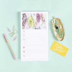 This customized notepad can be outfitted with your own photos, or download and upload the free art included in this tutorial!