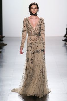 The complete Dennis Basso Fall 2017 Ready-to-Wear fashion show now on Vogue Runway. Fashion 2017, Runway Fashion, High Fashion, Fashion Show, Fashion Dresses, Fashion Design, Style Haute Couture, Couture Fashion, Costume