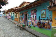 Coloridas casas y zocalos en Guatapé - Medellín, Colombia Hacienda Kitchen, Spanish Haciendas, Jeep Willys, Tiny House, Art Nouveau, Places, Projects, Colorful Houses, Dashboards