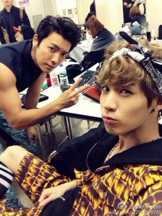 Donghae & Henry TWO BIASES IN ONE PICTURE. skdfbdskfbsdoi